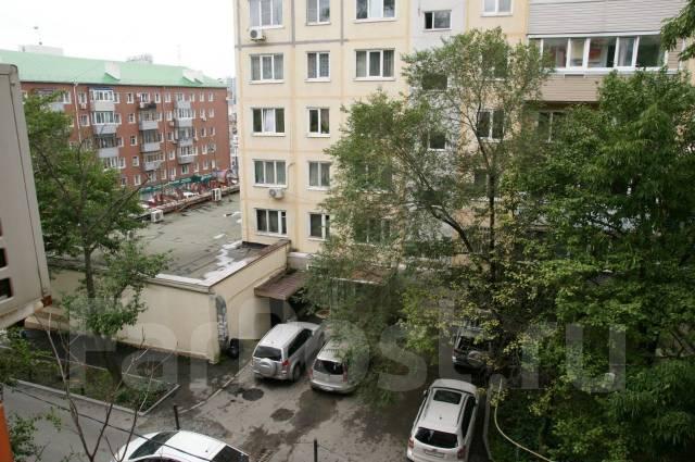 3-комнатная, улица Семеновская 29. Центр, частное лицо, 93 кв.м. Вид из окна днем