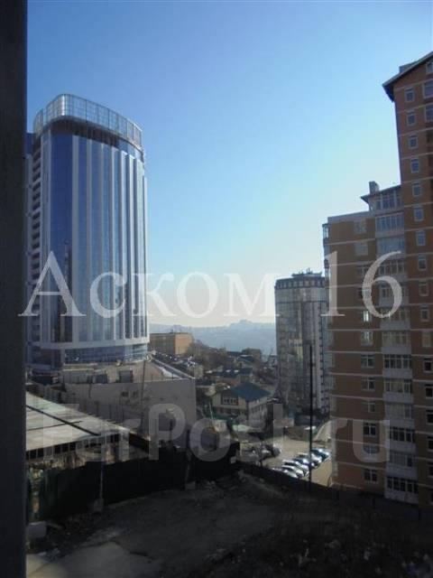 1-комнатная, улица Прапорщика Комарова 58. Центр, агентство, 36 кв.м. Вид из окна днём
