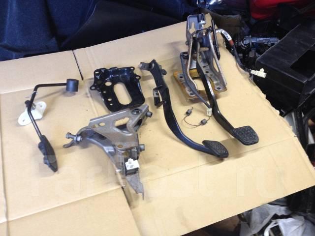 Педаль. Toyota Allex, ZZE123 Toyota Corolla Runx, ZZE123 Двигатель 2ZZGE