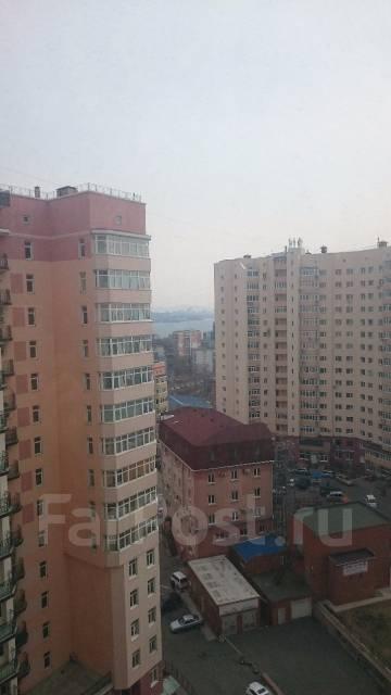 3-комнатная, улица Кирова 25д. Вторая речка, частное лицо, 109 кв.м. Вид из окна днём