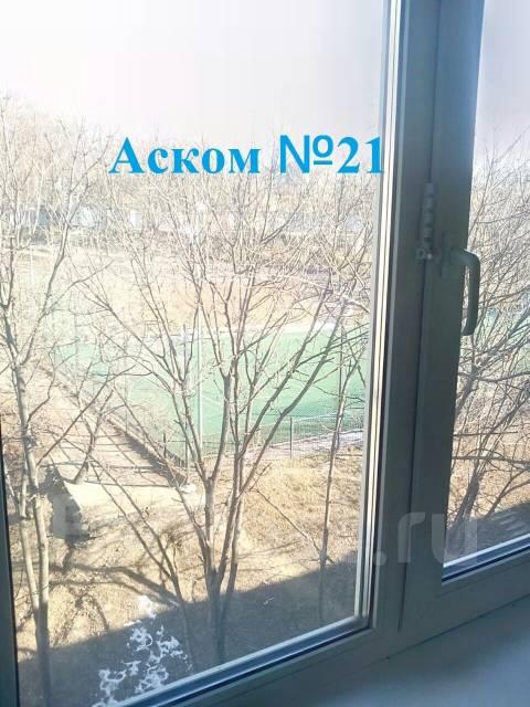 2-комнатная, улица Кирова 26. Вторая речка, агентство, 44 кв.м. Вид из окна днём