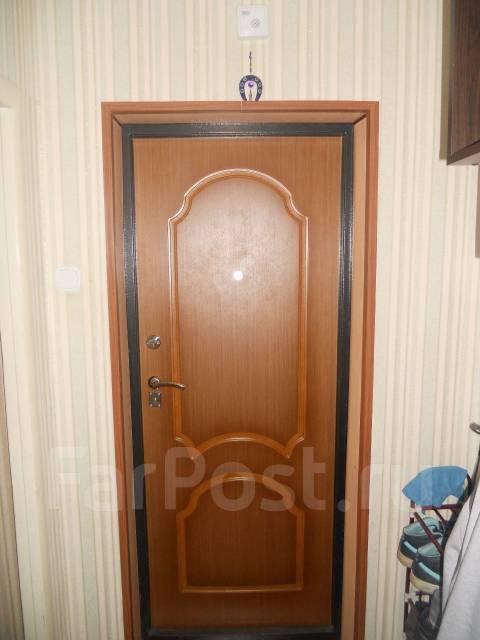 3-комнатная, улица Замараева 25. Центр, частное лицо, 64 кв.м. Прихожая