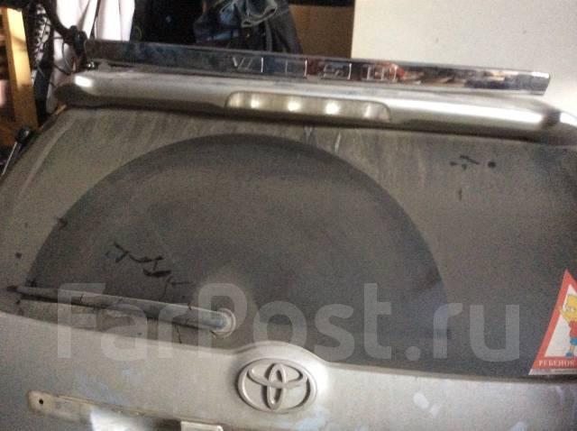 Дверь багажника. Toyota Wish