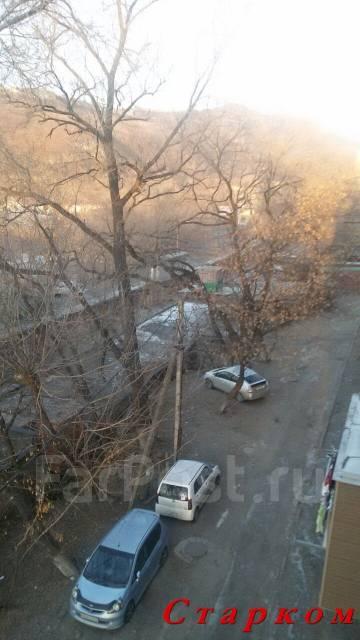 1-комнатная, улица Военное Шоссе 19. Некрасовская, проверенное агентство, 31 кв.м. Вид из окна днём