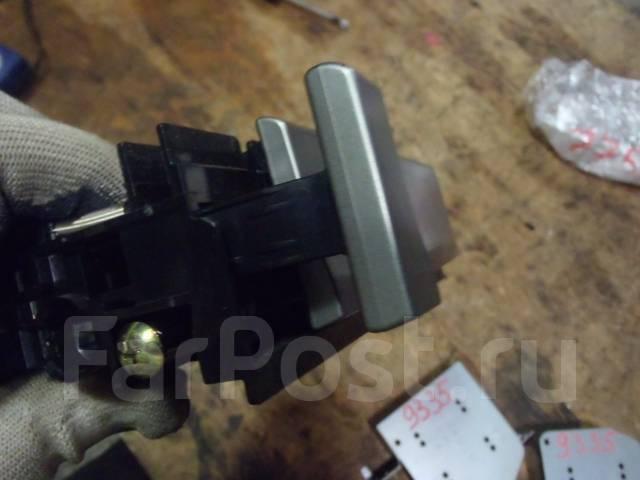 Бардачок. Subaru Forester, SG5 Двигатель EJ205