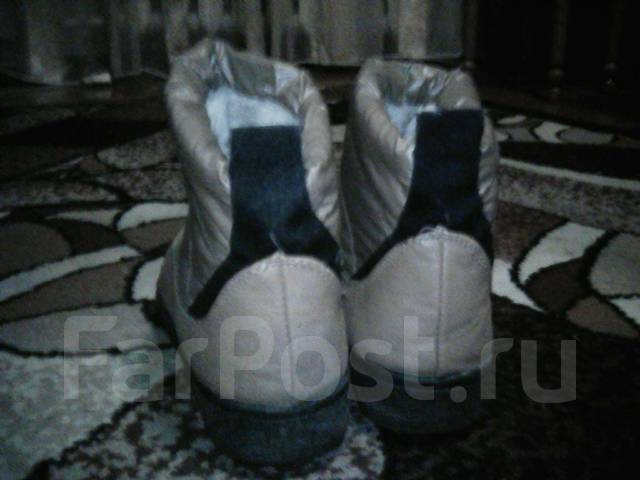 Продам женскую зимнюю обувь. 35