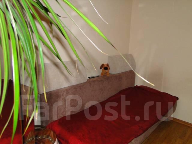 Гостинка, улица Новожилова 12. Борисенко, частное лицо, 20 кв.м.