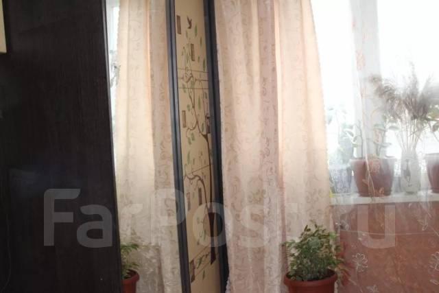 Гостинка, улица Кирова 152. Мебельная фабрика, частное лицо, 17 кв.м. Вид из окна днём