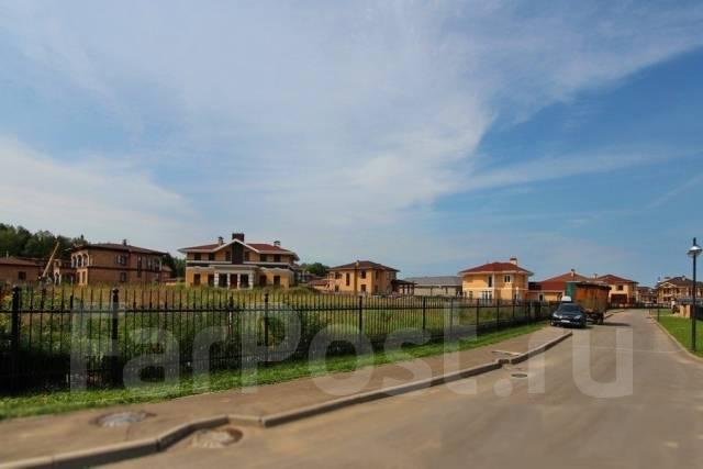 Продается участок 60 соток. В поселке бизнес класса Vita Verde. 6 000 кв.м., собственность, электричество, вода, от частного лица (собственник)