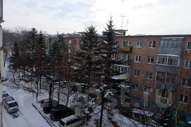 2-комнатная, улица Маковского 193а. Океанская, агентство, 56 кв.м. Вид из окна днём