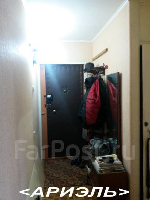 2-комнатная, улица Сахалинская 54. Тихая, проверенное агентство, 44 кв.м. Прихожая