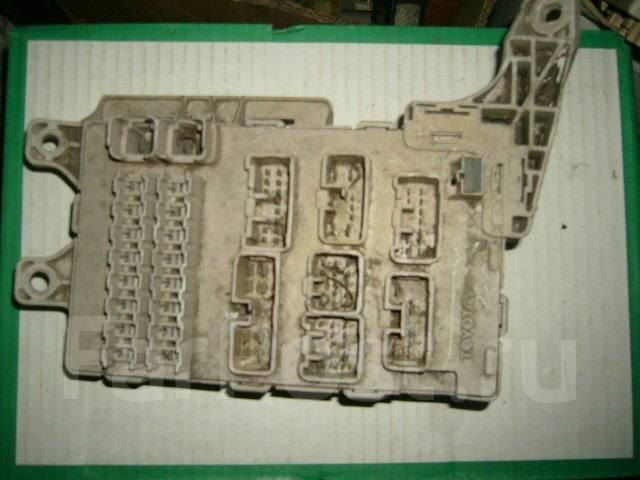 Корпус блока предохранителей салона. Toyota Camry, SV40 Двигатель 4SFE