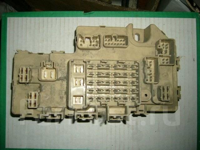 Корпус блока предохранителей салона. Toyota Cresta, SX90 Двигатель 4SFE