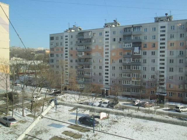 1-комнатная, улица Липовая 2. Чуркин, агентство, 32 кв.м. Вид из окна днём