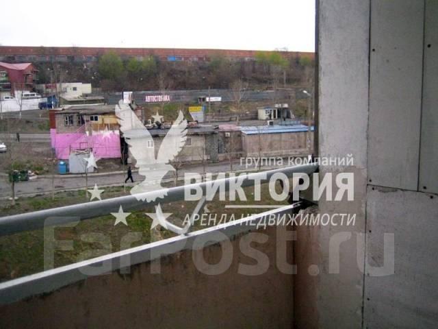 2-комнатная, улица Нейбута 30. 64, 71 микрорайоны, агентство, 52 кв.м. Вид из окна днем