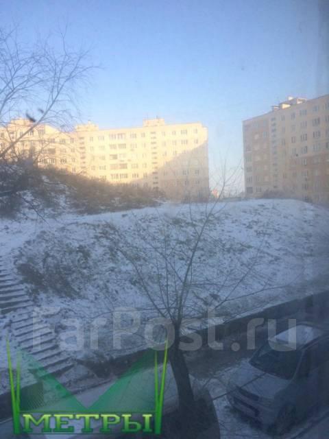 Гостинка, улица Добровольского 11. Тихая, агентство, 33 кв.м. Вид из окна днём