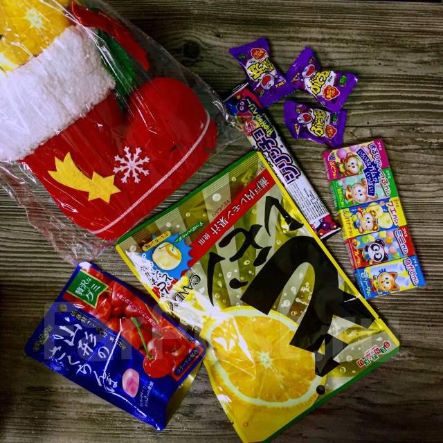 """Подарок новогодний """"сапожок Санты"""" со сладостями из Японии."""