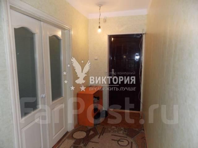 2-комнатная, улица Анны Щетининой 28. Снеговая падь, проверенное агентство, 54 кв.м. Прихожая
