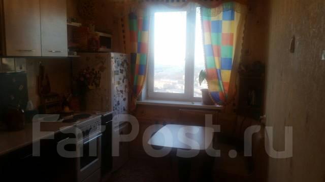 3-комнатная, улица Каштановая 15. Чуркин, частное лицо, 67 кв.м.