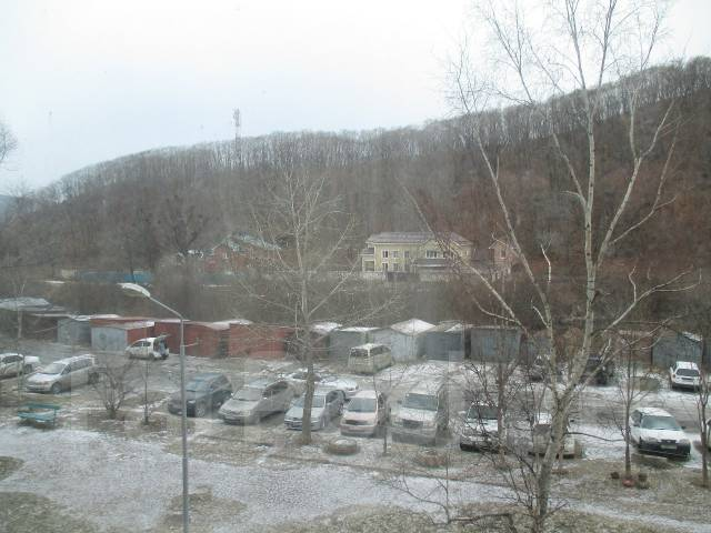 3-комнатная, улица Усатого 23. Усатова, агентство, 61 кв.м. Вид из окна днём