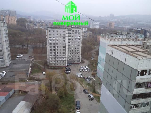 3-комнатная, улица Кирова 15а. Вторая речка, агентство, 72 кв.м. Вид из окна днём