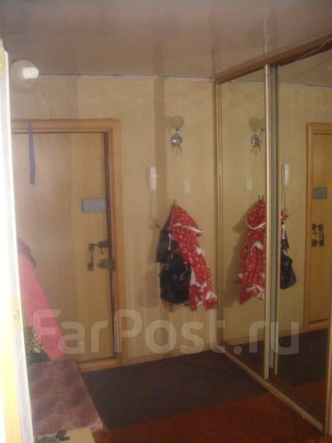 3-комнатная, улица Севастопольская 12/2. Пианино, частное лицо, 73 кв.м. Прихожая