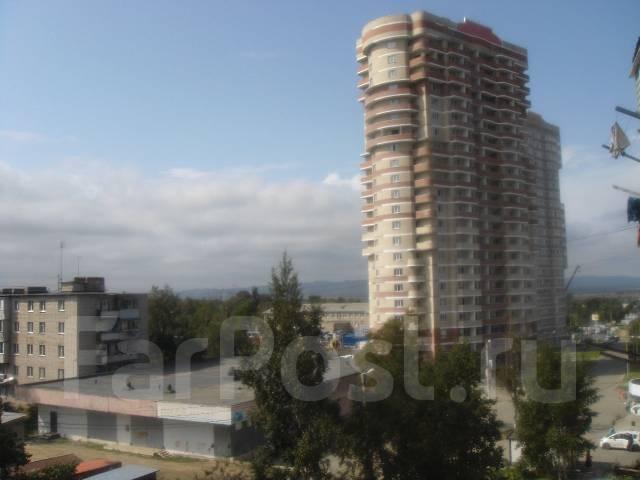 3-комнатная, улица Севастопольская 12/2. Пианино, частное лицо, 73 кв.м. Вид из окна днём