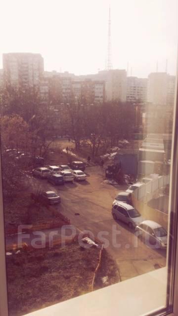 Офисное помещение Острякова 5. Проспект Острякова 5, р-н Первая речка, 20 кв.м. Вид из окна