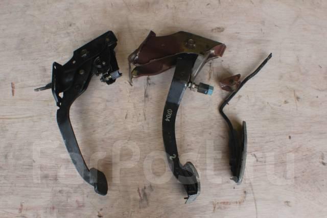 Педаль. Nissan Skyline, ER32, YHR32, FR32, ECR32, HCR32, HR32, HNR32, BNR32