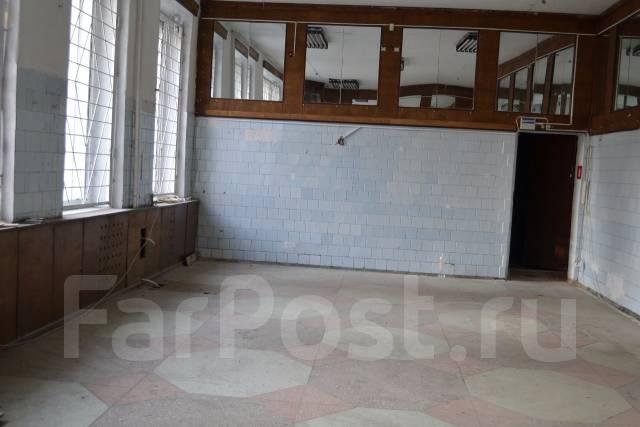 Сдаются торговые помещения. 52 кв.м., улица Фадеева 12, р-н Фадеева