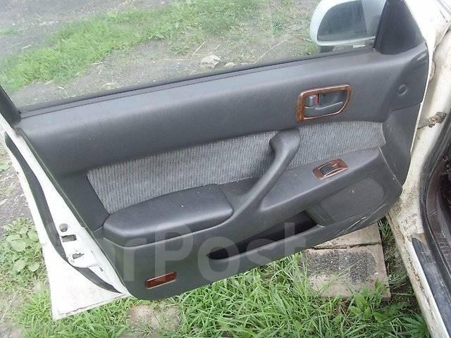 Обшивка двери. Toyota Camry, CV43, CV40 Двигатель 3CT
