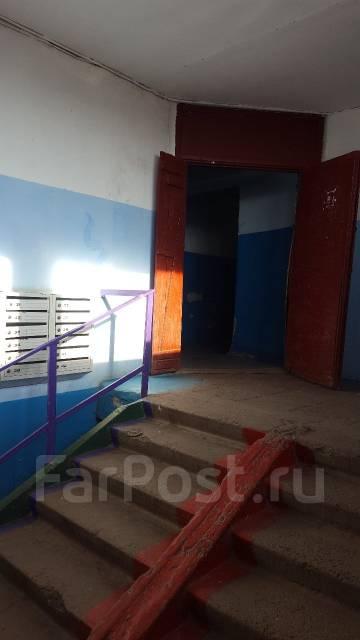 3-комнатная, улица Шошина 35. БАМ, частное лицо, 58 кв.м. Подъезд внутри
