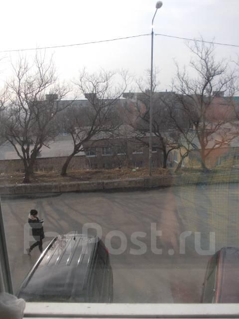 2-комнатная, улица Тухачевского 24. БАМ, проверенное агентство, 44 кв.м. Вид из окна днём