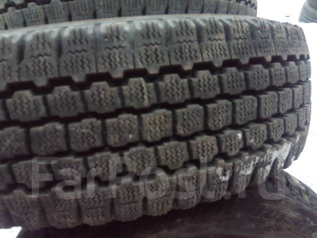 Bridgestone Blizzak Revo. Зимние, без шипов, износ: 5%, 2 шт