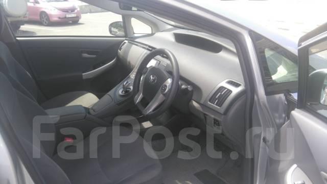 Toyota Prius 2012 года 1600 рублей в сутки