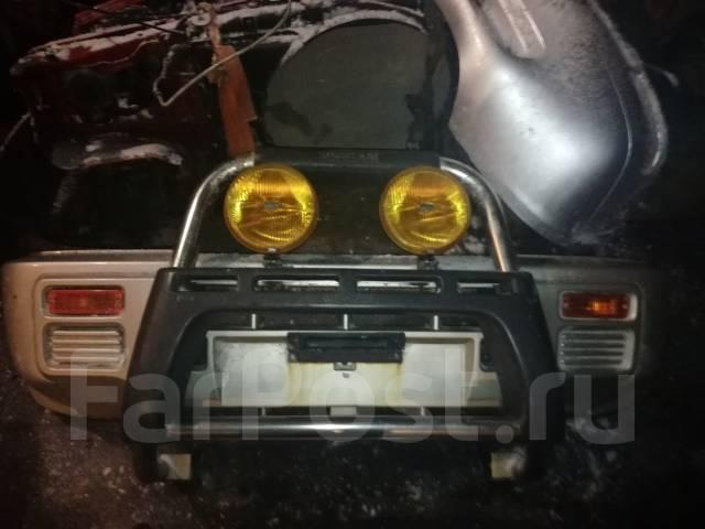 Бампер. Nissan Mistral, R20