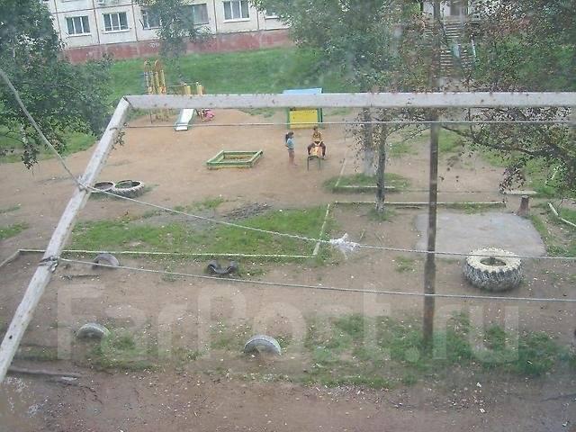 Гостинка, улица Кирова 152. Бабушкина, частное лицо, 18 кв.м. Вид из окна днем