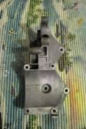 Крепление компрессора кондиционера. Chevrolet Cruze, J300 Двигатель F16D3