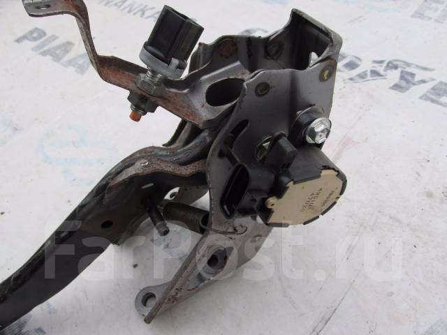 Педаль тормоза. Toyota Prius, NHW20 Двигатель 1NZFXE