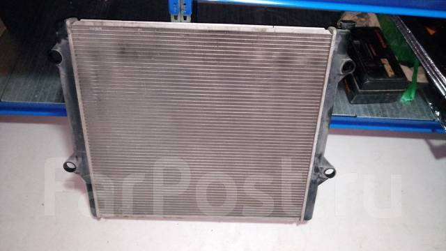 Радиатор охлаждения двигателя. Lexus GX470, UZJ120 Двигатель 2UZFE