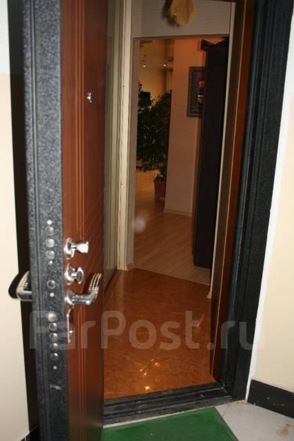 3-комнатная, улица Адмирала Горшкова 22. Снеговая падь, частное лицо, 64 кв.м. Прихожая