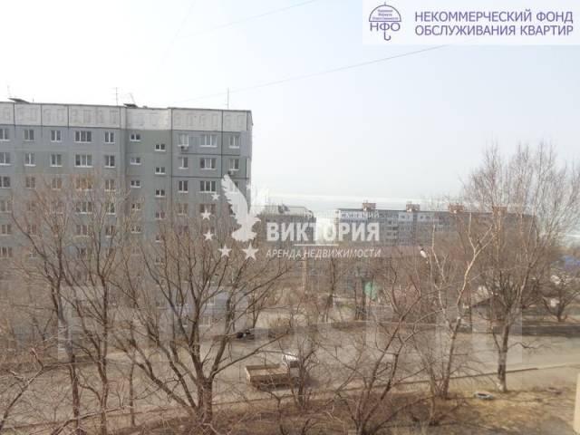 2-комнатная, улица Чкалова 20. Вторая речка, агентство, 54 кв.м. Вид из окна днем