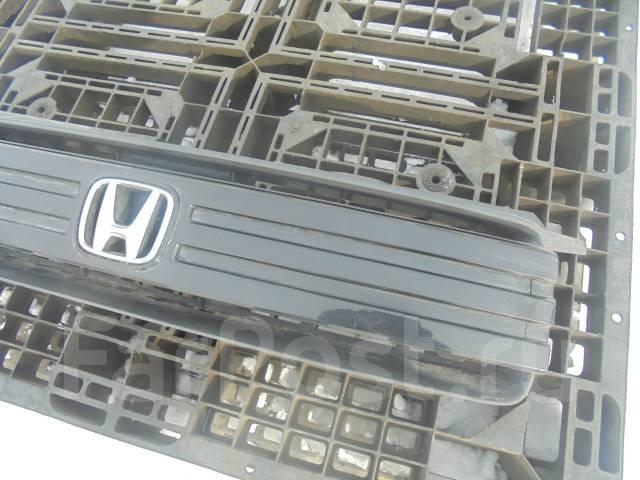 Решетка радиатора. Honda Mobilio Spike, GK1 Двигатель L15A