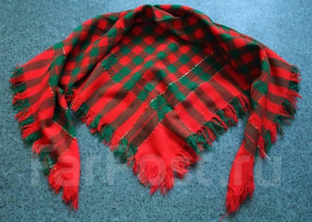 Модный шарф-платок в новогодних тонах. новый.