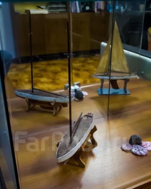 Стеклянная стойка для коллекционеров и моделистов!