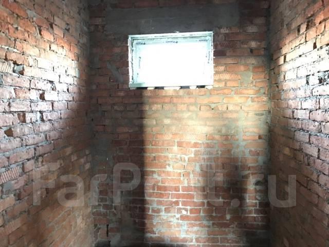 Дом с газом возле школы и больницы. Ул. Уссурийская, р-н Прикубанский, площадь дома 120 кв.м., централизованный водопровод, электричество 15 кВт, ото...