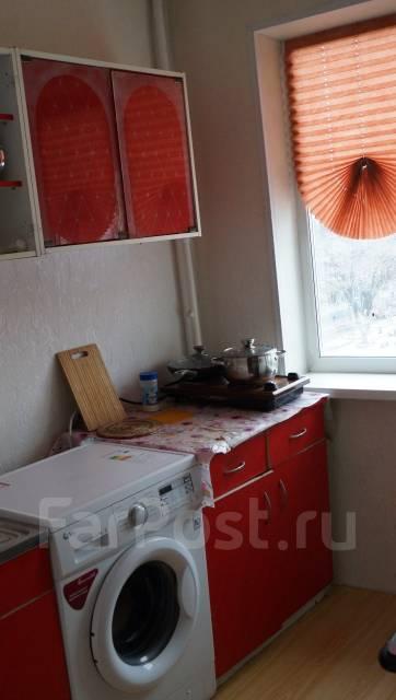 2-комнатная, улица Комарова 77. Комарова, частное лицо, 44 кв.м.