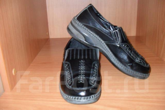 Отдам даром женскую обувь