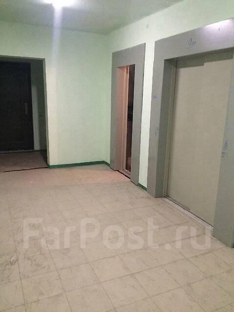 1-комнатная, улица Луговая 78. Баляева, частное лицо, 38 кв.м. Подъезд внутри