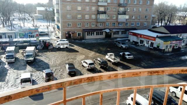 1-комнатная, с. Покровка, Советов 76. Центр, частное лицо, 46 кв.м. Вид из окна днём